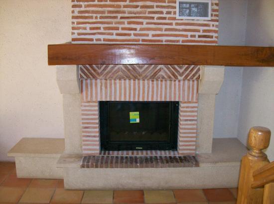 Sur cette cheminée ouverte on a mis un insert radiante
