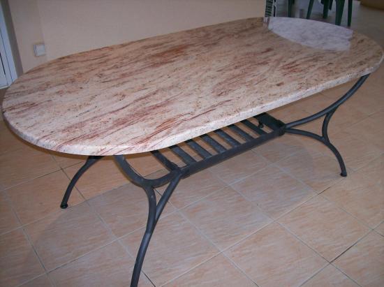 Table en granit terrasse