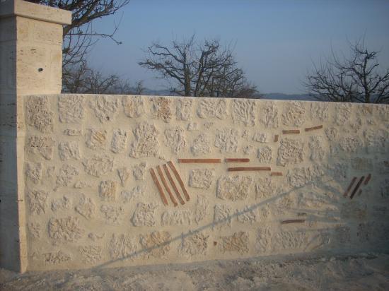 Poteaux et murette placage en pierre de taille